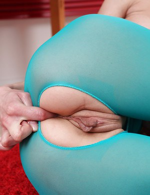 Using her hands babe Zoya stimulated her crotch until it was drenched