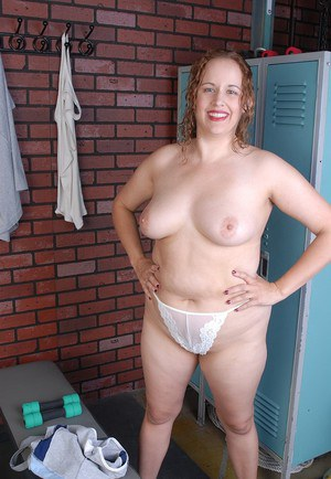Mature plumper Kayla undresses out of her sports workout clothes