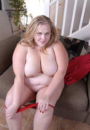 Sexy SSBBW Christina spreads her shaved vagina after stripping naked