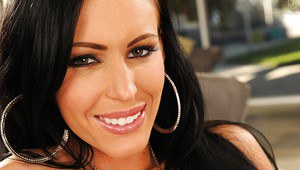 Housewife Jenna Presley lets huge knockers loose while masturbating