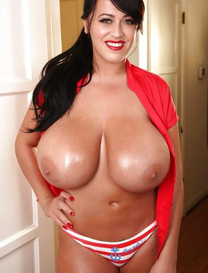Big tit model Leanne Crow flashes her incredibly huge knockers
