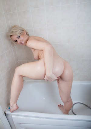 Blonde MILF Evey Kristal has a big fat ass and a nicely shaved pussy