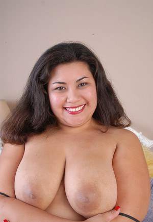 Sexy BBW model bare her big fat ass and saggy fat girl boobs