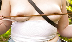 Fatty Mirai stripping naked for outdoor nude modelling scene
