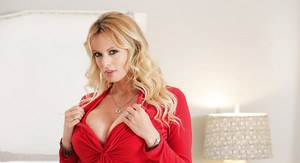 Busty blonde pornstar Stormy Daniels strips naked for tattoo display