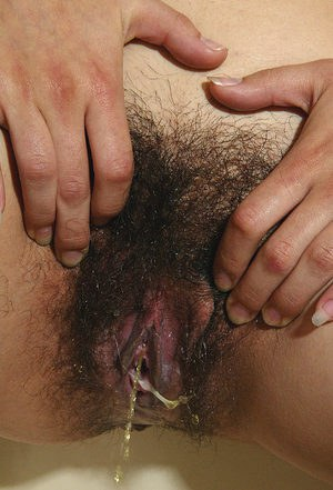 Chubby amateur Latina Lin spreads her hairy menstrating pussy