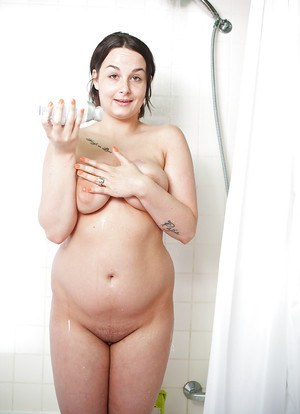 Chubby amateur Alyshia washing her big tits and shaved pussy