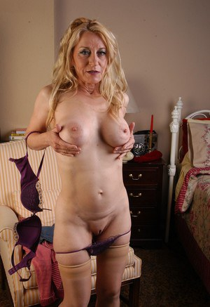 Blonde lady Robin lifts skirt to flash her big granny booty