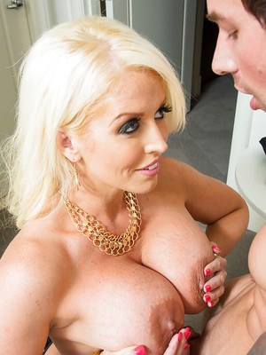 Chubby blond whore Alura Jenson gives blowjob in exchange for money