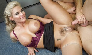 Sexy office worker in stockings and high heels has juicy cunt ate at work