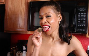 Plder ebony lady Semmie lets her big saggy boobs hang loose in kitchen