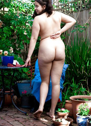 Young amateur girl Nikki S shows off her fat rolls after undressing outside