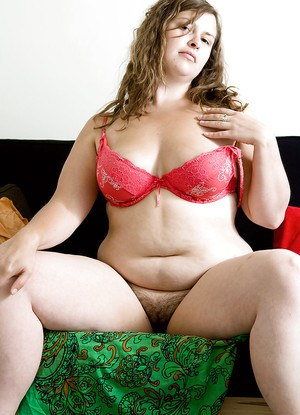 Buxom amateur Laurice removes clothing to display her BBW figure