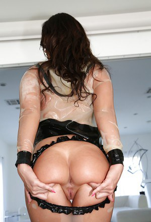 Latex loving babe Kelsi Monroe spreads her sexy MILF pussy