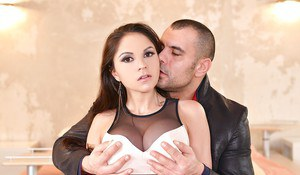 Buxom housewife Marta La Croft has shaved MILF pussy licked out