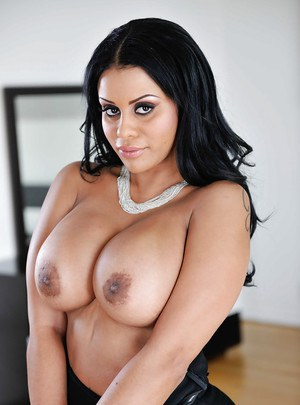 Busty Latina wife Mary Jean letting her big natural juggs loose