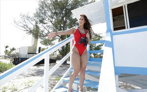 Big booty Latina babe Valerie Kay pulls down swimsuit to expose fat ass