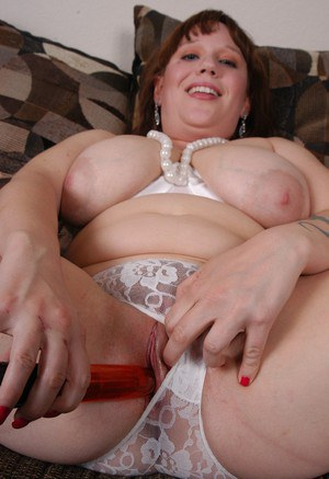 Fat chick Juliet spreading BBW pussy for vibrator penetration