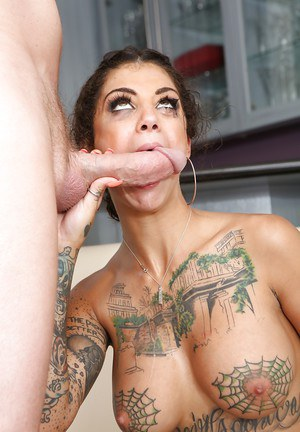 Big tit brunette whore Bonnie Rotten squirting while getting assfucked