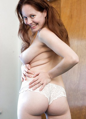 Amateur pregger Rosanna shows off her belly bump and swollen breasts