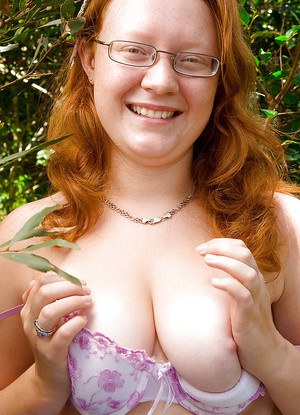 Ugly redhead chick in glasses strips naked outdoors for pussy spreading