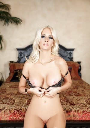 Outstanding blonde babe Katie Calloway showing off her awesome curves