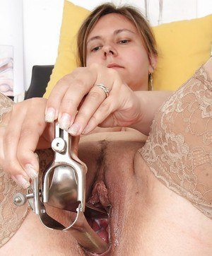Fat older woman Iva Wild inserts speculum in hairy vagina