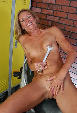 Mature blonde woman strips naked and spreads granny pussy for insertion