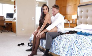 Hot Latina wife Lela Star takes cumshot on face after having toes sucked
