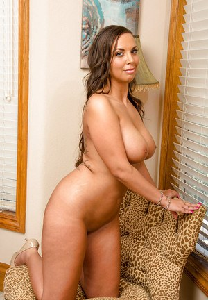 Thick Latina housewife Sydney Leathers flashing upskirt panties