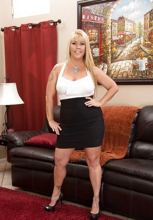 Thick and busty mature blonde Joclyn Stone unleashing large breasts