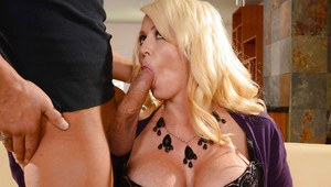 Buxom blonde Alura Jensen lets the cum run from slutty mouth after blowjob