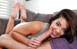 Foot fetish Asian chick Morgan Lee making a guy lick her funky toes
