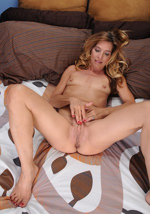 Amazing blonde MILF Monquie giving as a close up on her tasty twat