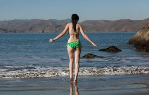 Pale skinned amateur babe Paris Moffer stroking her clit on the beach