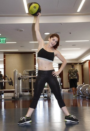 Round ass brunette Jazz Reilly bending over at the gym in yoga pants