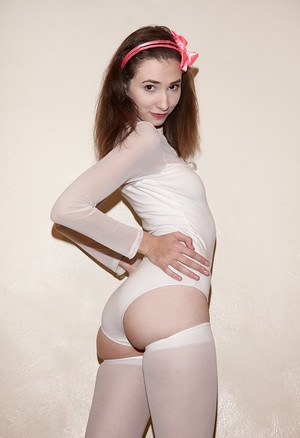 Petite amateur Yvette Nolot exposing her perfectly round booty