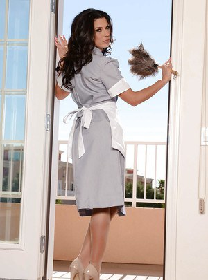 Slutty brunette maid Alexa Toman showing off her Latina curves
