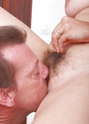 Mature woman Suzanne tugs on hairy cunt hairs while getting licked out