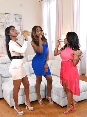 Black all girl threesome with Jasmine Webb Kiki Minaj and Maria Ryder