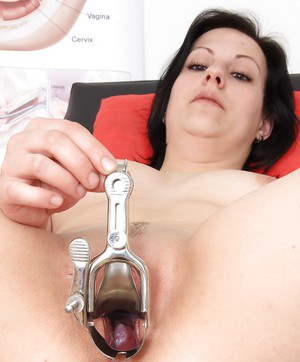 Mature woman Lydie gets naked for speculum insertion at doctor's