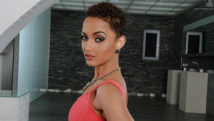 Ethnic babe model from Africa Halona Vouge making nude modeling debut