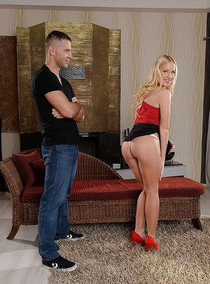 Blonde slut Kiara Lord spreading legs for shaved cunt lapping