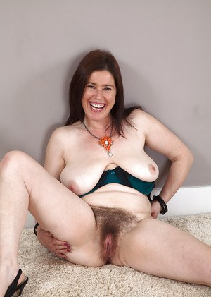 Over 30 mom Janey stripping naked to bare her hirsute everythings