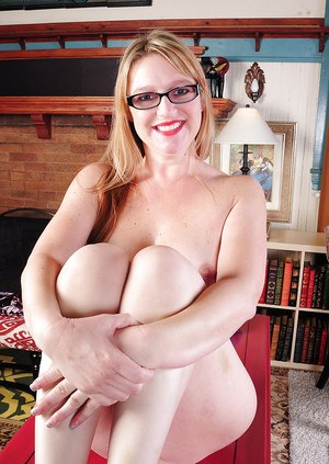 Older blonde lady in glasses Chele exposing natural hanging tits