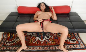Mature MILF Isis Love spreading vagina for cervix and clitoris viewing