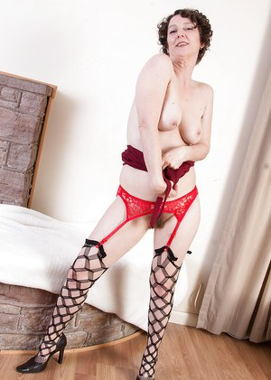 Beautiful short haired mature Artimesia showing off her ass in lingerie