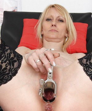 Mature blonde Nelly inserting speculum in pussy for cervix exposure