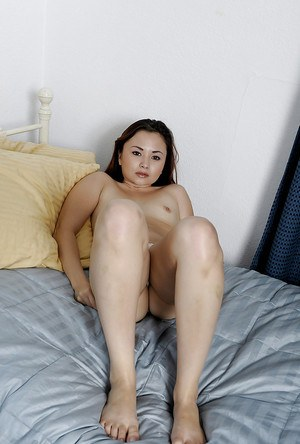Asian first timer Kita Zen showing off sexy feet and toes in close ups