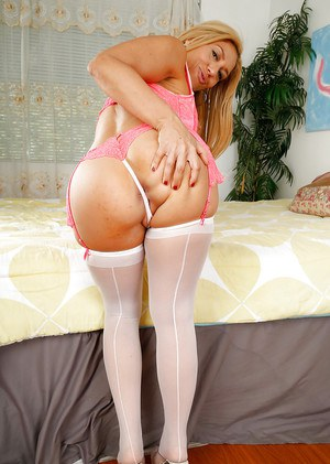 Beautiful blonde Stevie Lix showing off her body and wet pussy